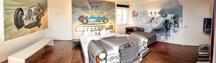 V8Hotel - die Mercedes Suite - pure Exklusivität im ehemaligen Flughafentower in der MOTORWORLD Region Stuttgart auf dem Flugfeld Boeblingen.