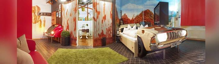 "V8Hotel - das Themenzimmer ""Nostalgie"". V8 HOTEL - MOTORWORLD Region Stuttgart auf dem Flugfeld Boeblingen."